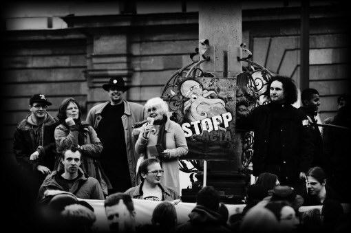 25F Flashmob, Schweigeminute vor Rathaus Heidelberg, Bericht ueber S21.